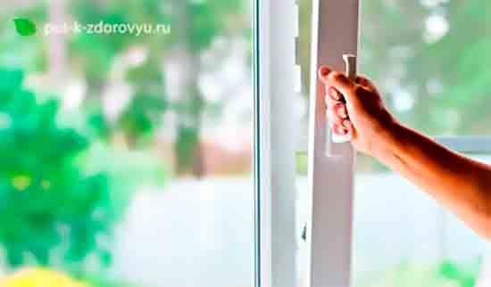 Увеличьте влажность воздуха в помещении.