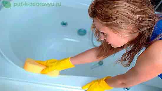 Уборка в ванной.