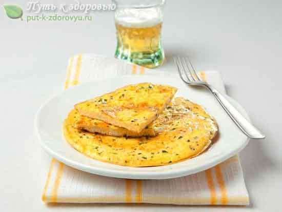 Вегетарианский омлет с петрушкой и тимьяном.