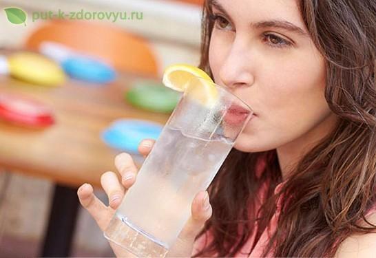 Лимонная вода - правда и мифы. Приготовление лимонной воды.