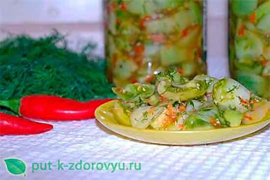 Закуска из зеленых помидор с чесноком и сладким болгарским перцем.