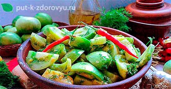 Закуска из зеленых помидор с перцем чили и чесноком.