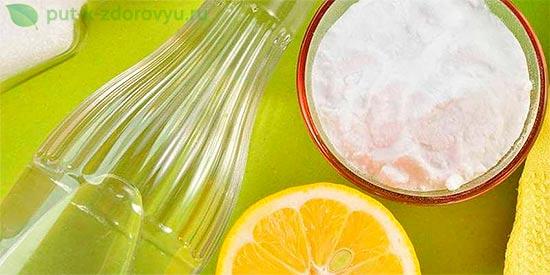 Лечение мочевого пузыря чайной содой с лимончиком.